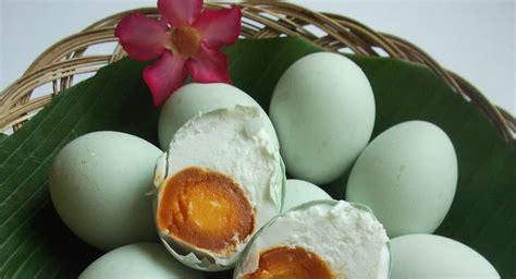 cara membuat telur asin mudah ibu yuk simak cara mudah buat telur asin aneka rasa