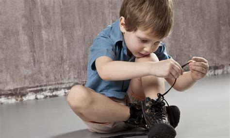 kid tying shoes teach your child to tie shoe laces kidspot