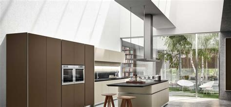 Manufacturing Kitchen Cabinets by Manufacturing Snaidero S Lacquer Kitchen Cabinet Doors