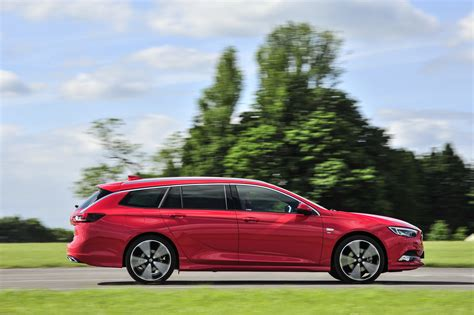 opel insignia uk new vauxhall insignia sports tourer reaches the uk from 163