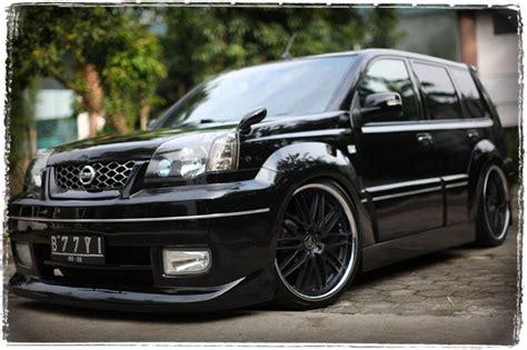Lu Mobil Nissan X Trail modif nissan x trail hitam modif mobil nissan