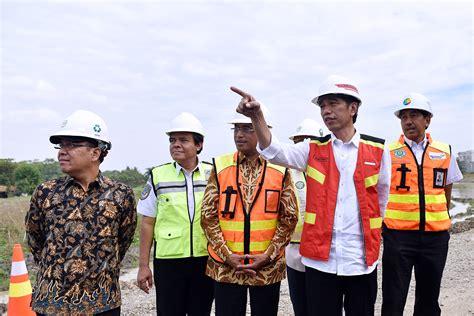saat jokowi tinjau bandara terbesar ke 2 di ri setelah soetta presiden jokowi resmikan tol gempolan pasuruan kabarnas