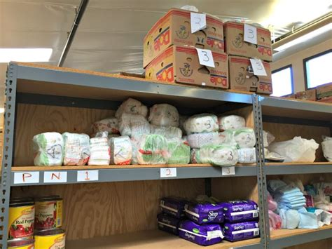 Food Pantry Tucson by Helping The Hungry In Tucson Desert Chica