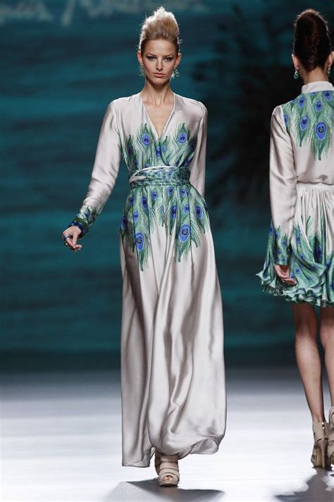 Kebaya Abaya Silk Import francis montesinos mbfw fall winter 2014 pearl color dress saten silk peacock print abaya