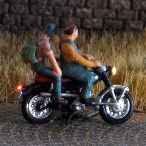 Motorradfahren Mit Brille by 1 120 Motorradfahrer Mit M 252 Tze Brille Bicyc Led
