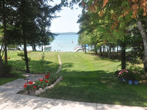 torch lake cottages torch lake township vacation rental vrbo 500772 7 br
