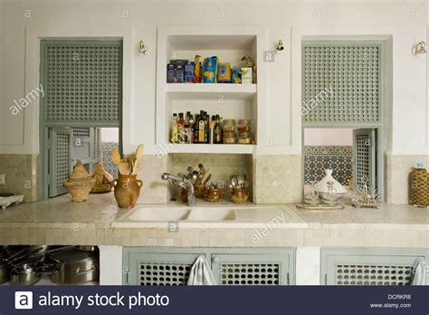 cucina piastrellata stile marocchino cucina piastrellata con piano di lavoro e