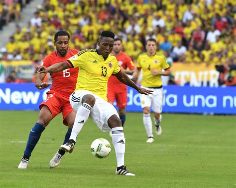 yerry mina barcelona agree yerry mina signing but colombian will