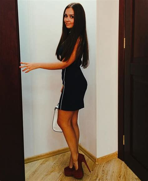 high heels girl girls in high heels on twitter quot cute girl in dress and