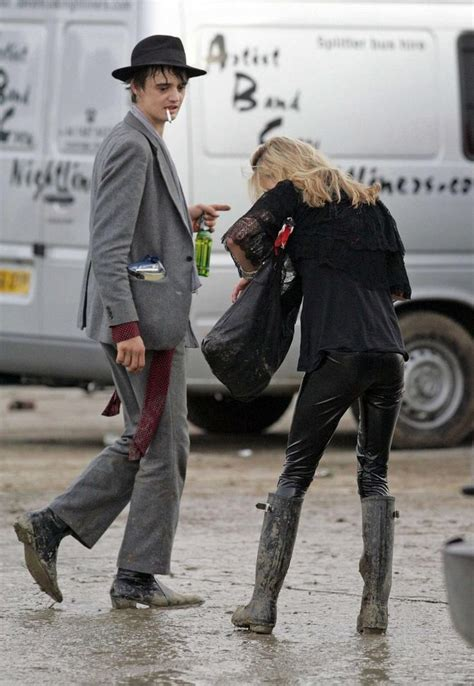 Pete Docherty Goes Free For Fashion by Kate Moss And Pete Doherty At Glastonbury Embrassent