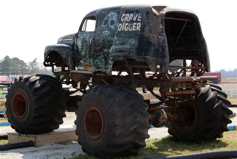 the original grave digger monster truck 100 the original grave digger monster truck karsoo