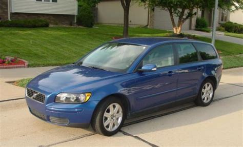 service manual how cars run 2006 volvo v50 windshield wipe control how to replace windshield 2006 volvo v50 information and photos momentcar