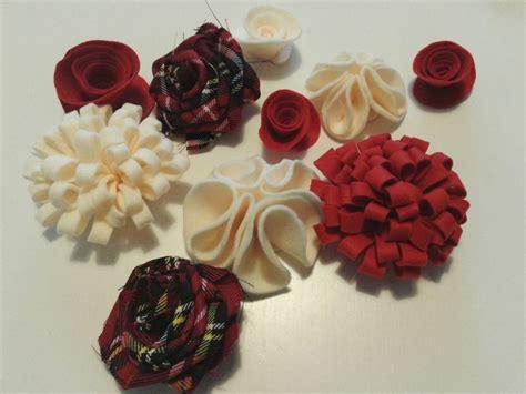 fiori di pannolenci come farli ghirlanda natalizia con fiori in pannolenci tutorial in