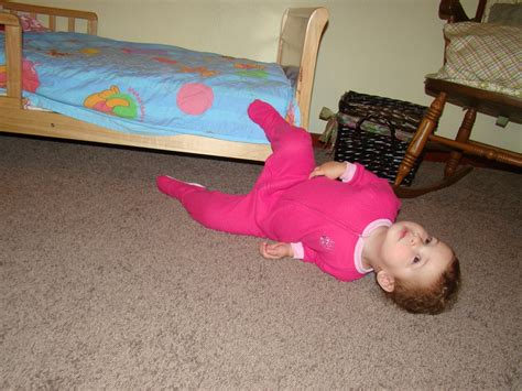 baby falls off bed what to do if baby falls off bed 28 images my toddler