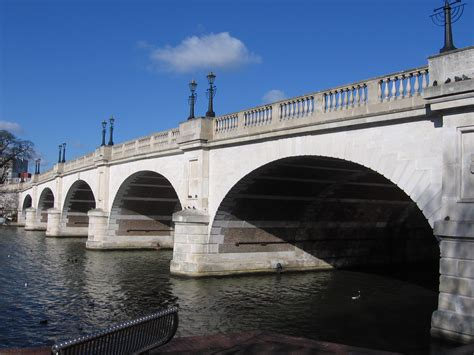 file kingston bridge over the thames london jpg file kingston bridge kingston surrey jpg wikimedia commons