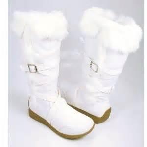 White strappy furry winter boots moccasins women vegan friendly