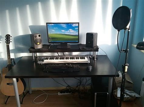 20 Diy Desks That Really Work For Your Home Office Home Studio Desk Workstation