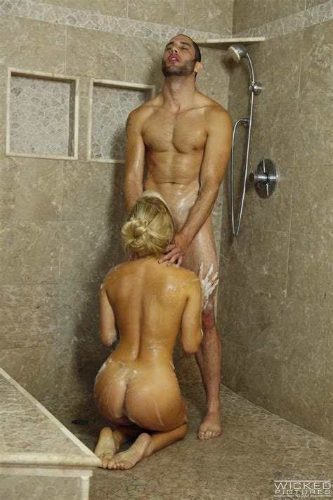 Gorgeous Blonde Likes Sex In The Shower Photos Cameron