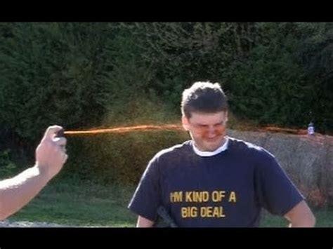 Sprei Shooting shooting while pepper sprayed