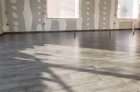 pavimenti finto marmo pavimenti finto marmo pavimento rivestimento in gres