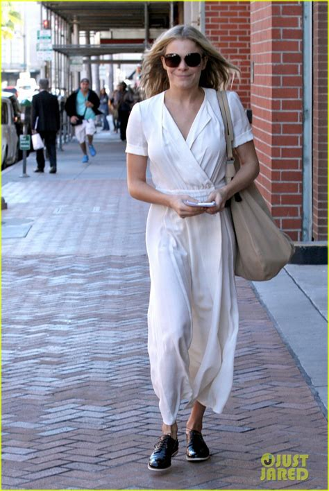 Leann Rimes Is Happy She Isnt In Rehab by Leann Rimes Isn T Laughs The Rumors On