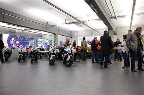 Bmw Motorrad Gebraucht Wien by Bmw Wien Motorradzentrum Er 246 Ffnung Motorrad Fotos