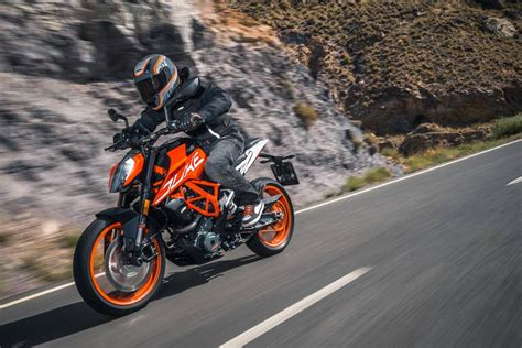 Ktm Duke 390 2017 Ktm Duke 390 Official Image 2 Carblogindia