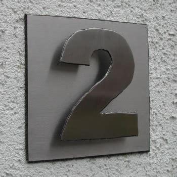 hausnummer modern edelstahl hausnummer khn1 auf grundplatte