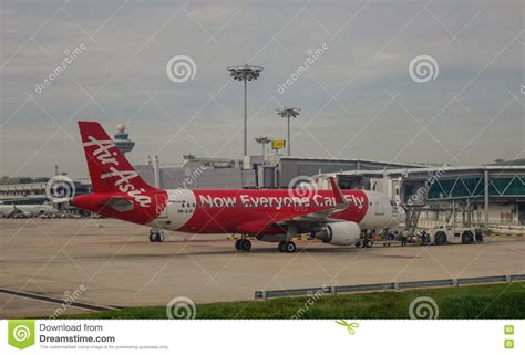 airasia di changi terminal berapa airasia airplane docking at changi airport in singapore
