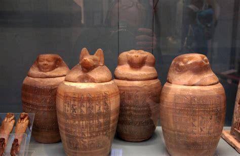i vasi canopi i vasi canopi cio 233 i vasi funebri contenevano gli org