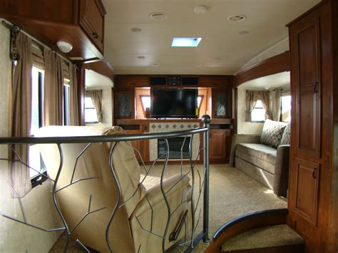 5th wheel living room up front