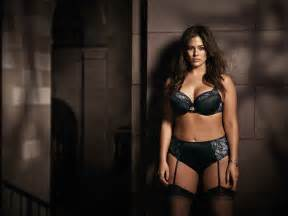 plus size model ashley graham reveals posing in lingerie at 14