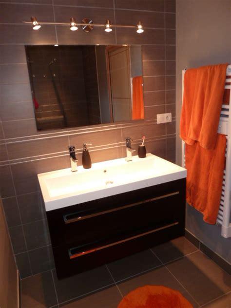 accessoires salle de bain couleur orange