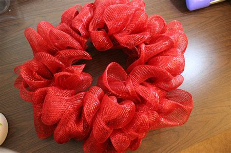 How To Make Wreaths | how to make a mesh ribbon wreath chica and jo