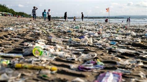 bali plastic pollution garbage emergency declared