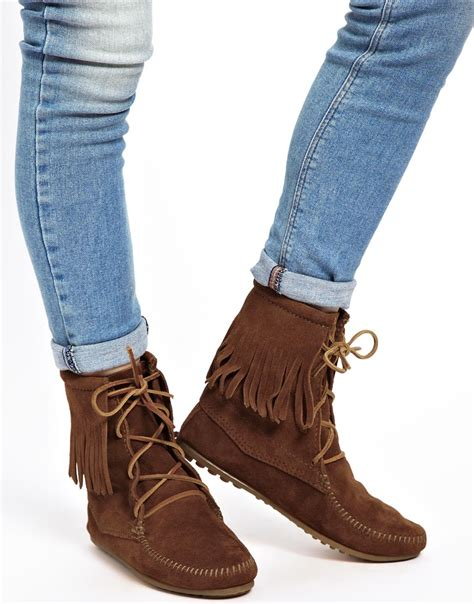 minnetonka trer brown hi ankle boots in brown lyst