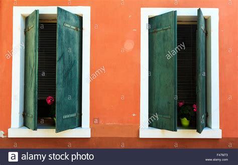 t 252 r fenster orange shutter alte fame haus blau gr 252 n - House Shutter Farben
