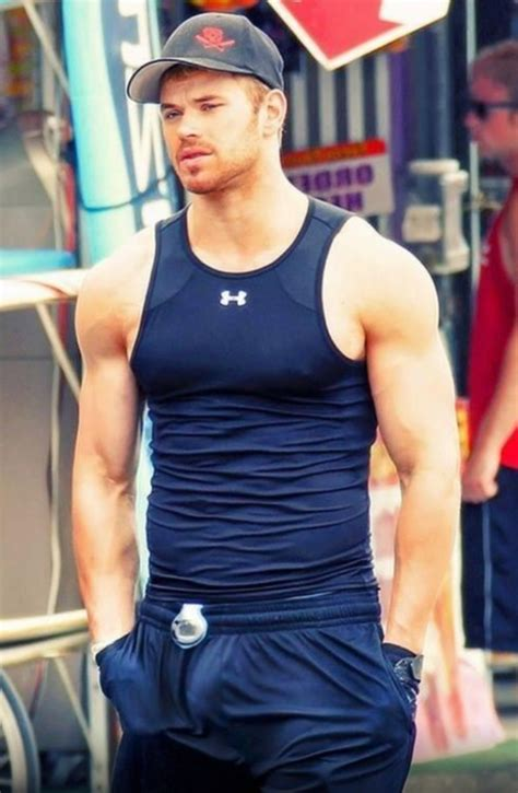 the kellan lutz bulge picture is fake but don t you worry