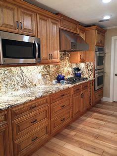glazed mocha kitchen cabinets bargain outlet shenandoah mckinley 14 5 in x 14 5625 in mocha glaze maple
