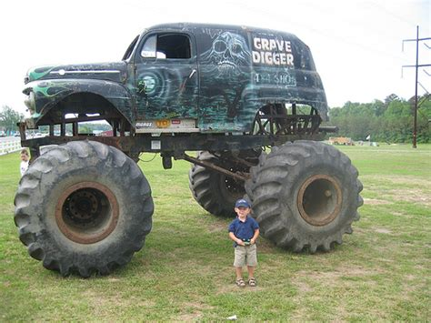 original grave digger truck the original grave digger flickr photo