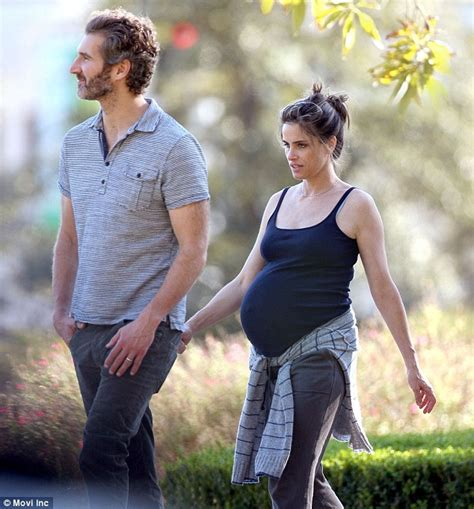 actress married to game of thrones writer amanda peet with husband david benioff before her first