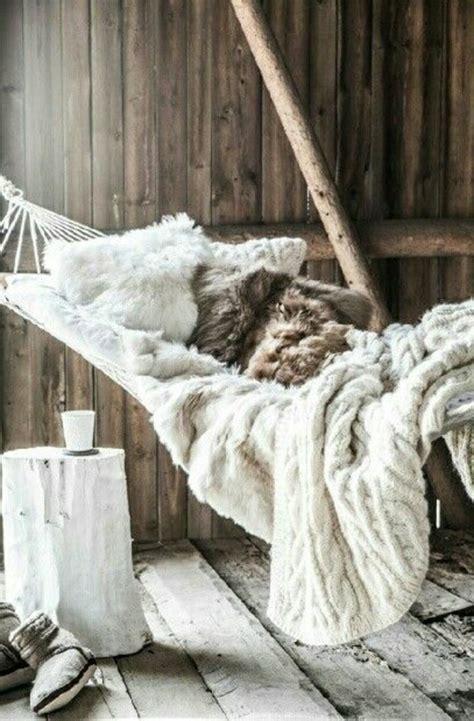 Bettdecke Häkeln by H 228 Ngematte Auf Dem Balkon Urlaub Zu Hause Archzine Net