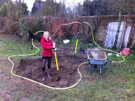 faire un bassin artificiel dans jardin aquaponie