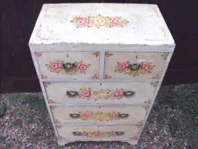 pretty 19thc floral painted pine chest of drawers