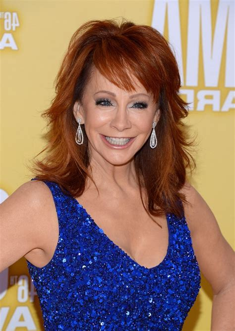 pics of reba mcintyre in pixie hair style reba mcentire wavy layered hairstyles short hairstyles