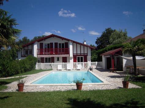 piscina in da letto casa basca 8 persone 5 camere da letto con piscina tra