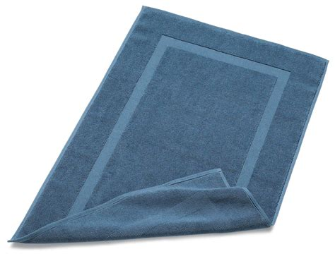 bathroom towels and rugs