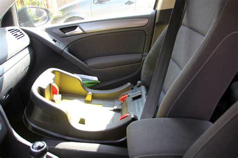 comment mettre un siege bebe dans la voiture comment transporter bebe en voiture