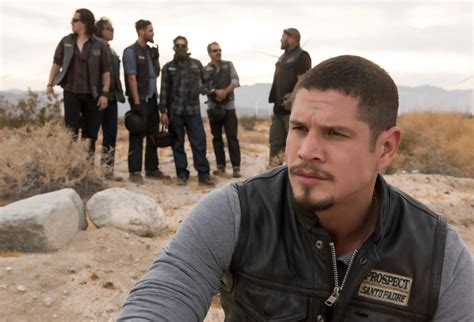 sons of anarchy l sons of anarchy de retour en 2018 avec le spin off mayans mc