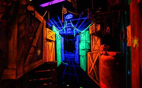 fabulous clown for maze thrillvania haunted house park verdun manor haunted